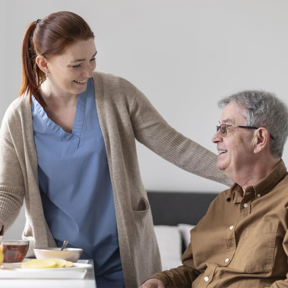 Mettre en place des soins à domicile pour personnes âgées